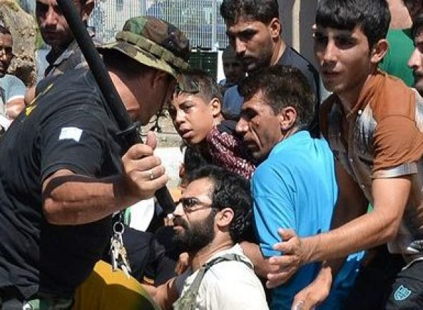 Refugees-queuing-to-register-for-papers-as-Greek-Police-lash-out-at-Syrian-immigrants